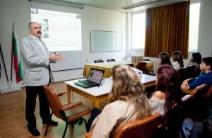Prof. Dimitrov begrüßte die 21 Gal.-Schüler herzlich in der BAN.