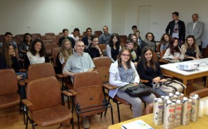 Der Einführungsvortrag mit Schülern, professoren und Laborleitern.
